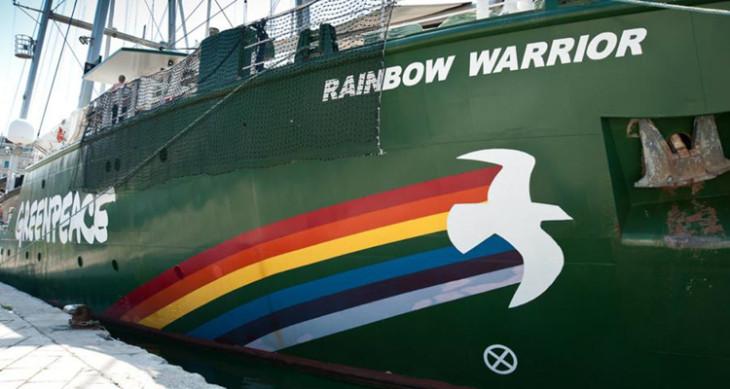 To πλοίο της Greenpeace Rainbow Warrior στον Πειραιά