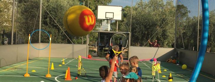 Mini Tennis για μικρά παιδιά στο κέντρο πολιτισμού Σταύρος Νιάρχος