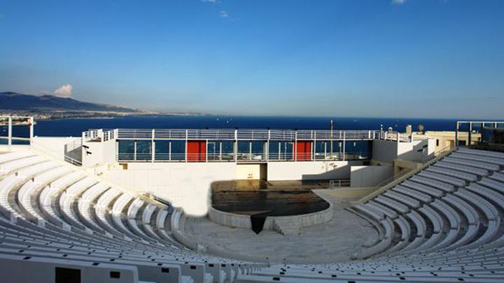 Άνοιξε τις πύλες του το Βεάκειο Θέατρο Πειραιά
