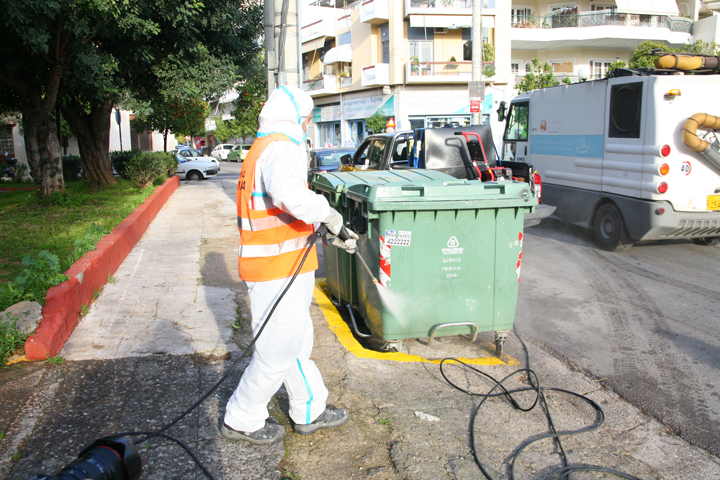 Εντατικοί καθαρισμοί στις γειτονιές του Πειραιά