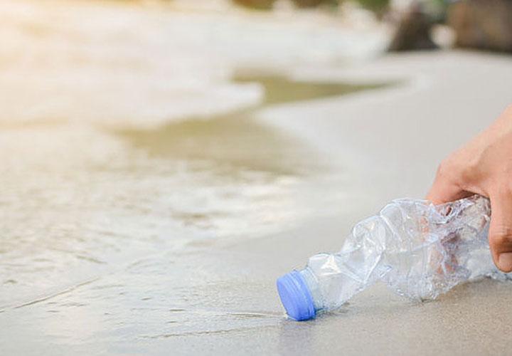 Εθελοντικός παράκτιος καθαρισμός στην παραλία Βοτσαλάκια